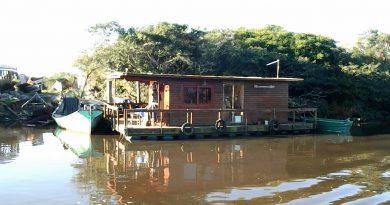 EM VÍDEO: Conheça a curiosa casa flutuante do Rio Palmares
