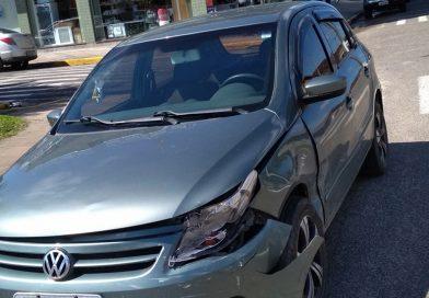 Colisão entre dois veículos no Centro de Palmares