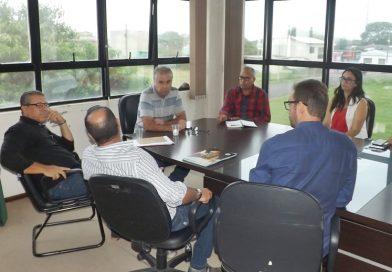 Prefeitura reúne-se com leiloeiros para tratar imóveis em dívidas