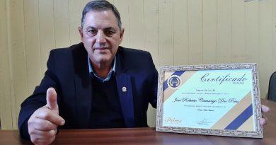 Vereador Beto Camargo recebe prêmio de vereador destaque da Prime Destaques