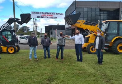Prefeitura de Palmares do Sul recebe duas máquinas novas
